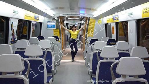 В метро из аэропорта Дели, Индия