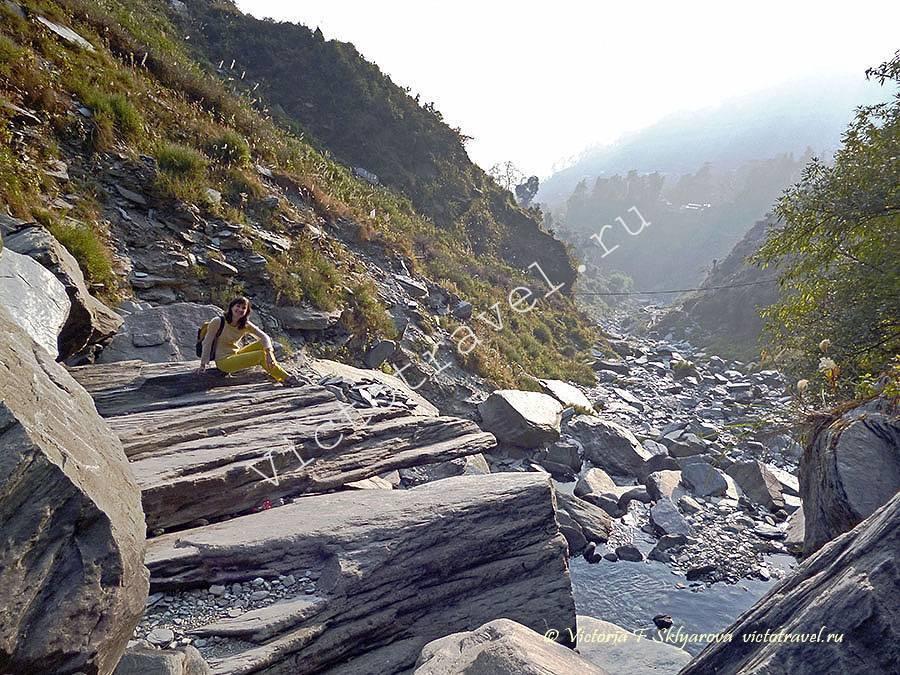 в горах рядом с водопадом, Баксу, Маклеод Ганж