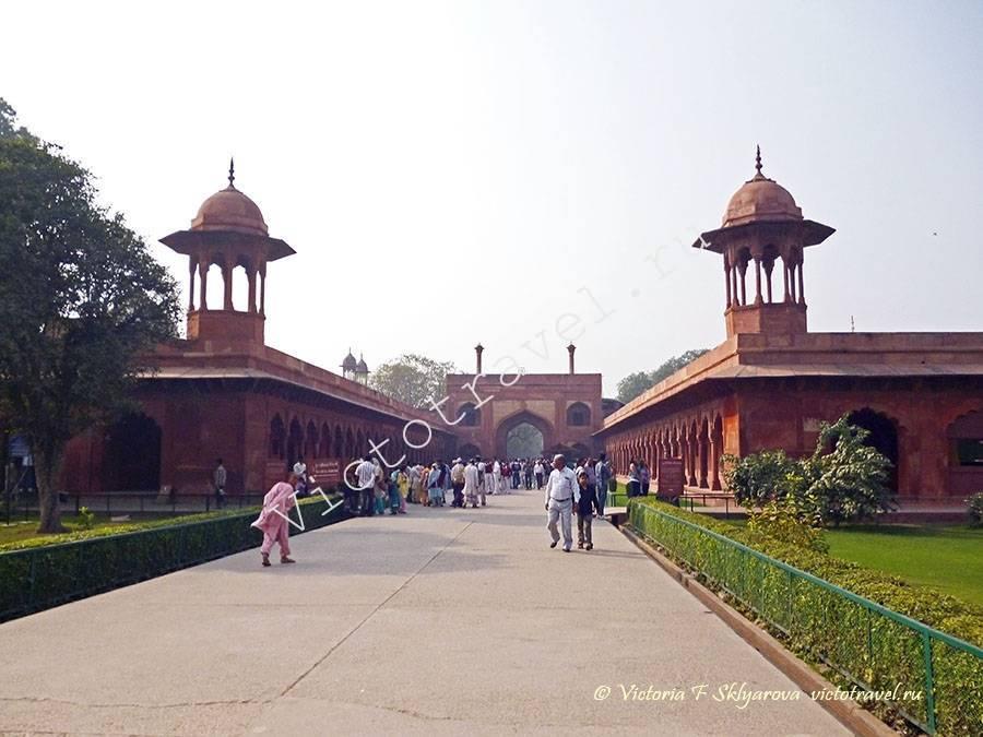 Вход в Тадж Махал, город Агра, Индия