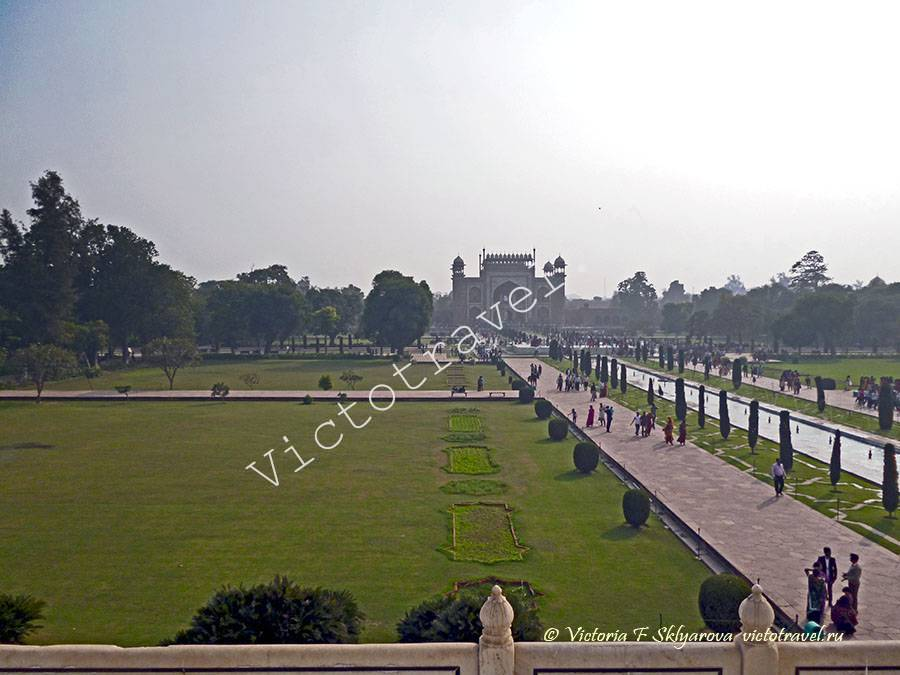 Аллея с фонтанами в Тадж Махал, Агра, Индия agra27