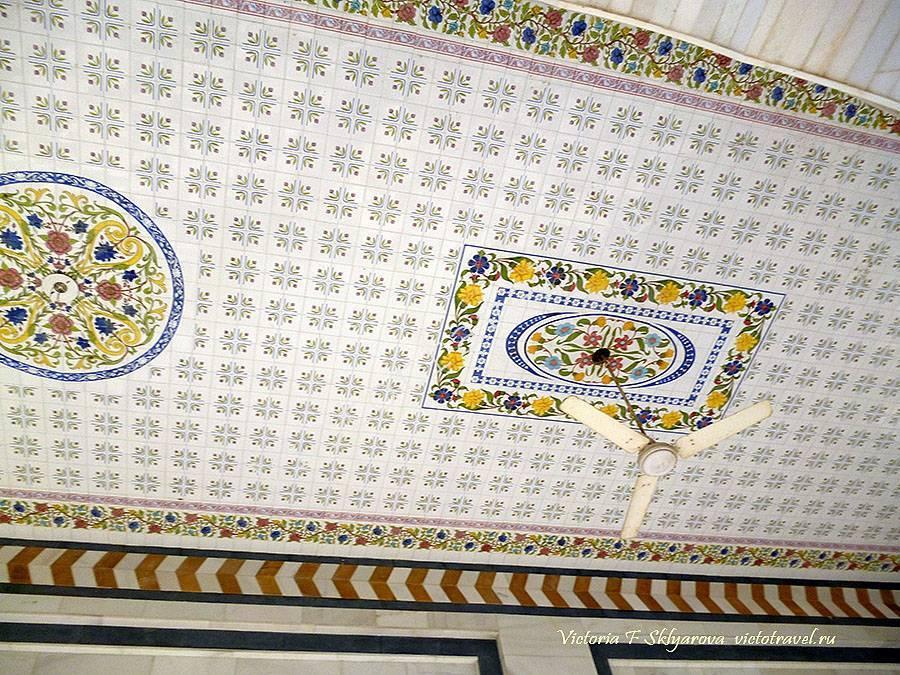 красивый потолок у входа в темпл, Пушкар, Индия