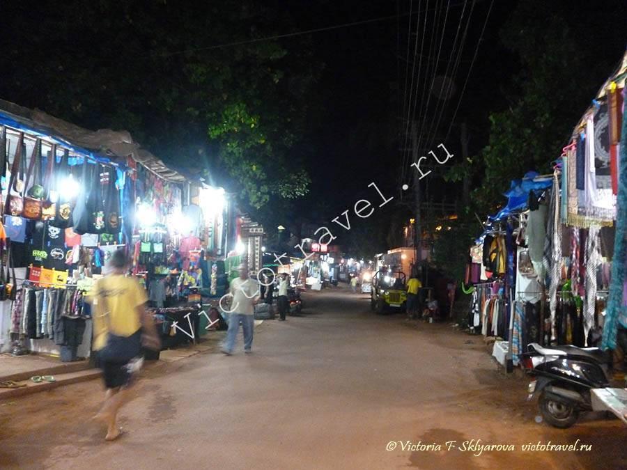 вечер, улица, торговля в Арамболь, Гоа, Индия