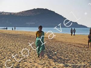 Индийская женщина, сари, море, пляж, Гокарна, Индия