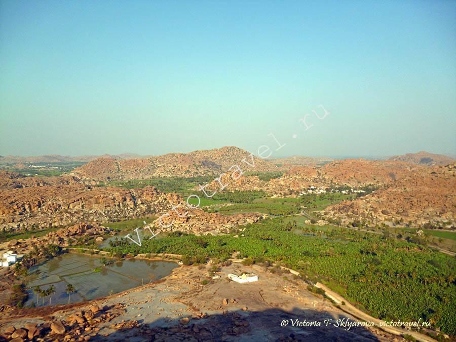 Вид в другую сторону из Манки Темпла, Хампи, Индия