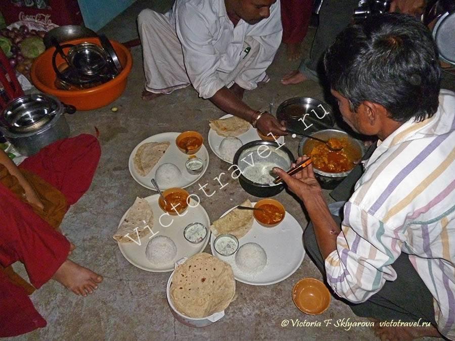 семейный индийский ужин, Хампи, Индия