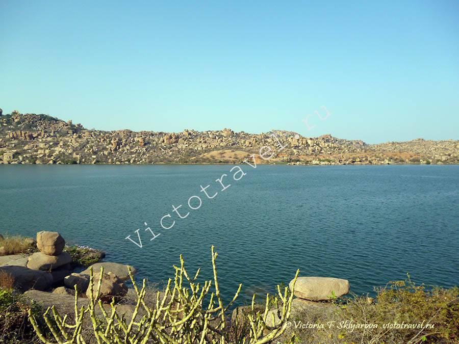 большое пресное озеро, Хампи Индия