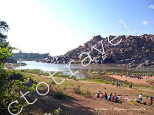 на берегу реки Тунгабхадра в Хампи