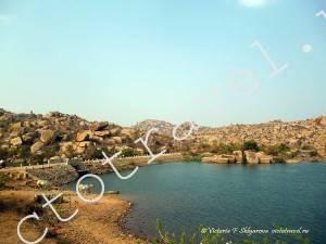 малое озеро в Хампи, Индия