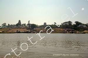 вид на Хампи с правого берега реки Тунгабхадра, Индия