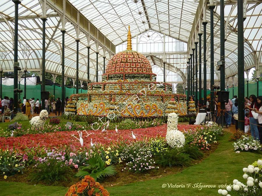 торт из цветов, выставка, Бангалор, Индия
