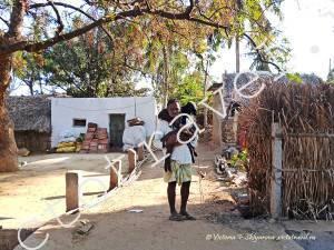 деревенский житель с козлятами, Хампи
