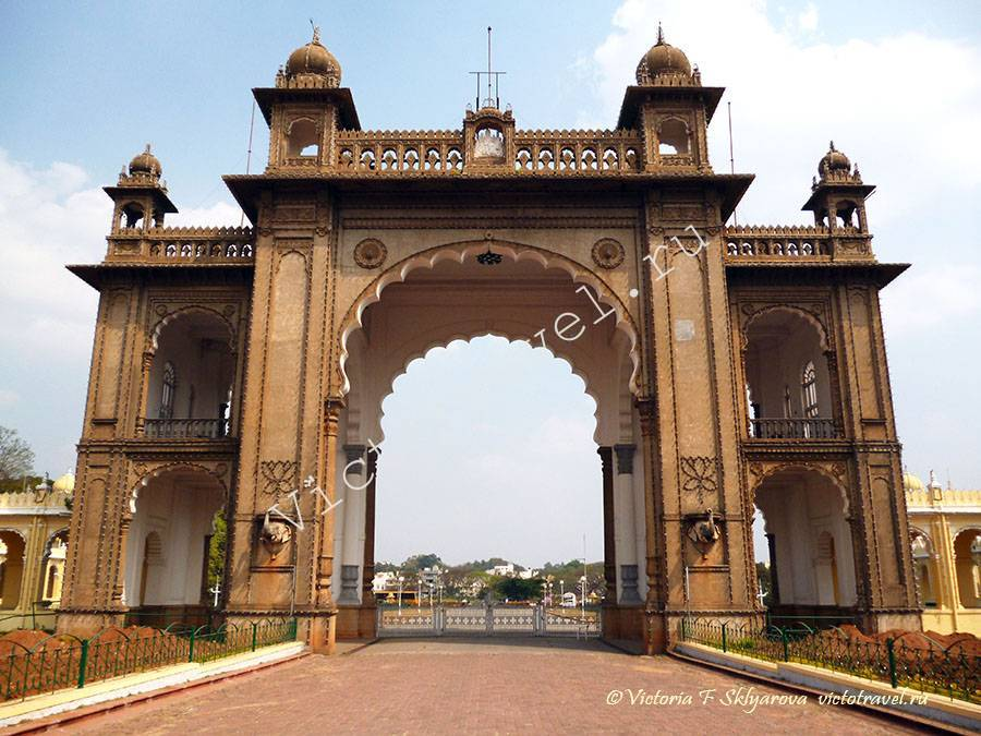 Главные ворота форта Дворца Махараджи, Майсур