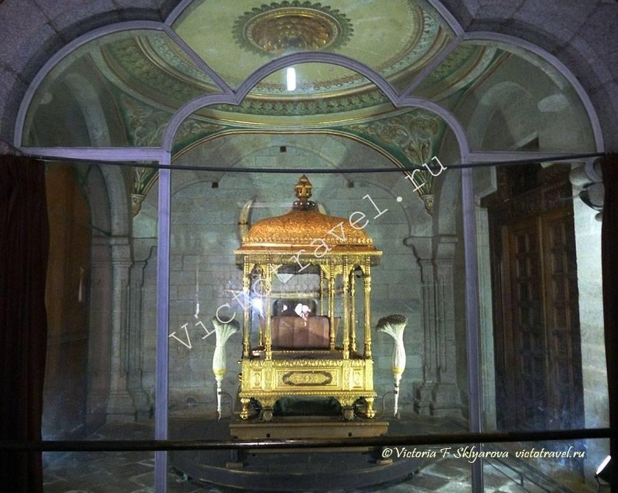 трон махараджи во Дворце Майсура, Индия