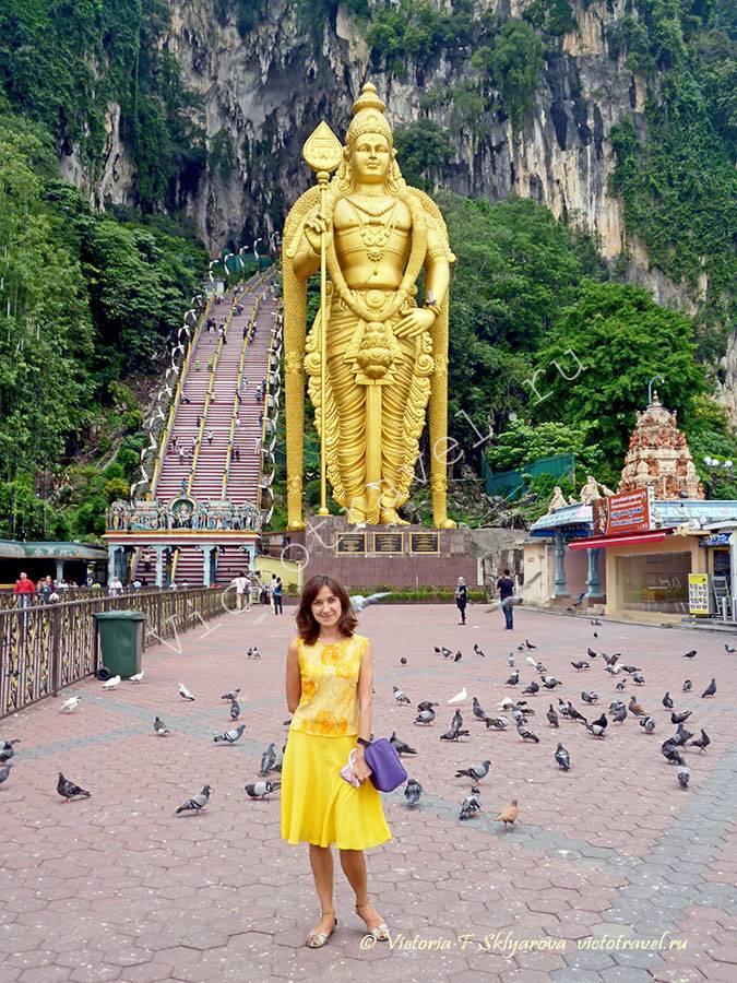 большая статуя у входа в пешеры Бату, Куала Лумпур, Малайзия
