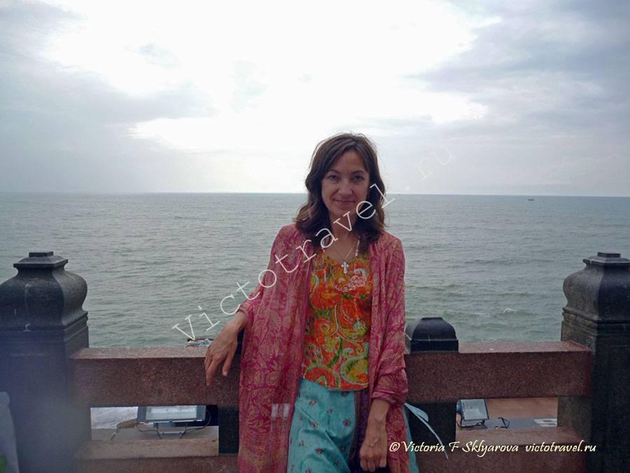путешественница в Каньякумари, Индия