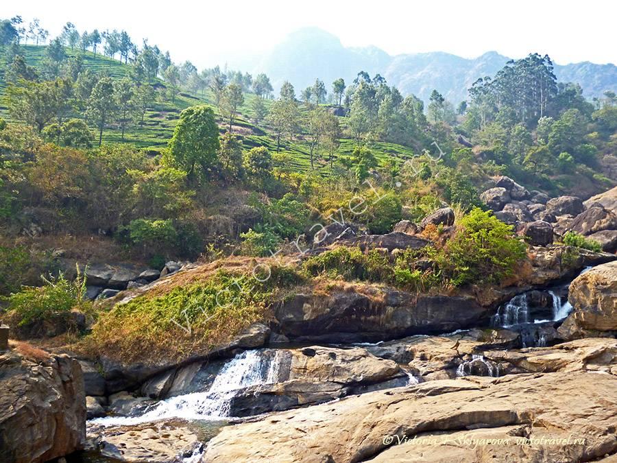 водопад возле чайных плантаций, Муннар Индия