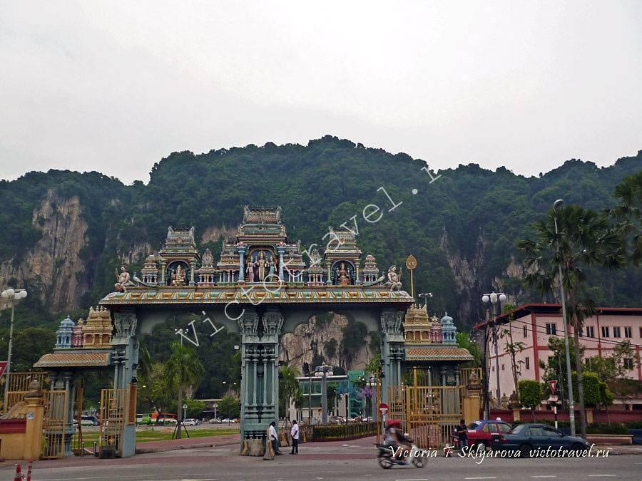 Ворота у пещер Бату, Куала Лумпур, Малайзия