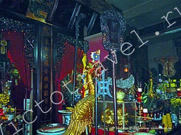 в храме-Viet-Saigon4