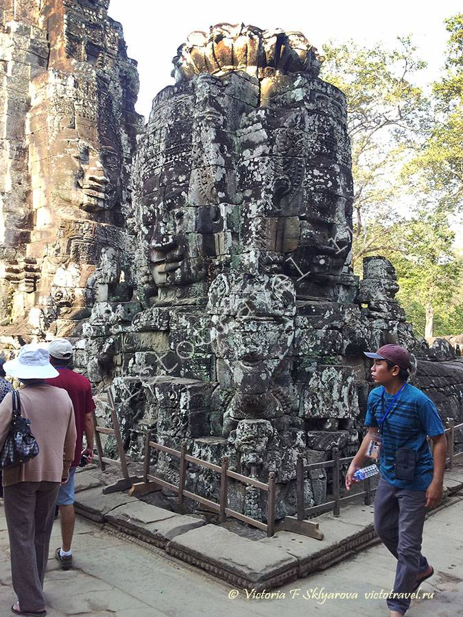 скульптуры в храме Байон, комплекс Ангкор, Камбоджа