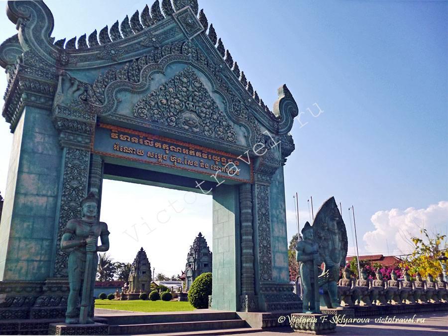красивая арка в городе Сием Рип, Камбоджа