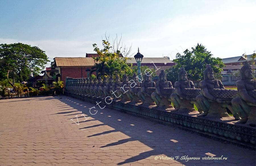 длинная скульптура змеи, Сием Рип, Камбоджа