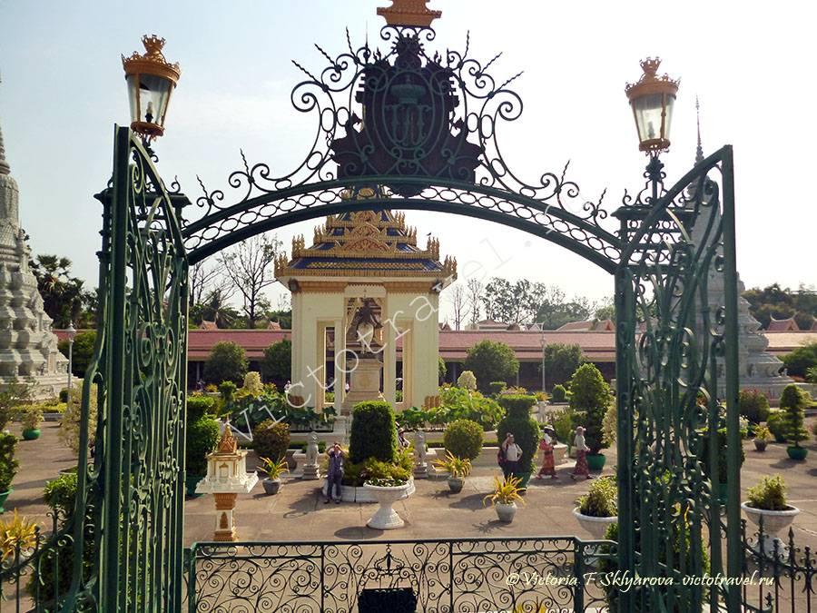 ворота Серебряной Пагоды, Пномпень, Камбоджа