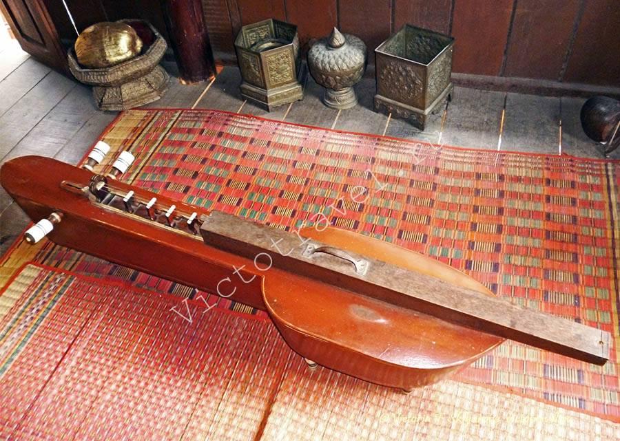 музыкальный инструмент в музее, Пномпень, Камбоджа