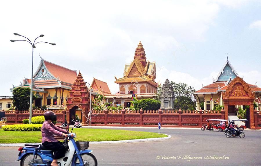 рядом с королевской резиденциией, Пномпень, Камбоджа