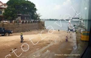 паром через реку Меконг, Камбоджа