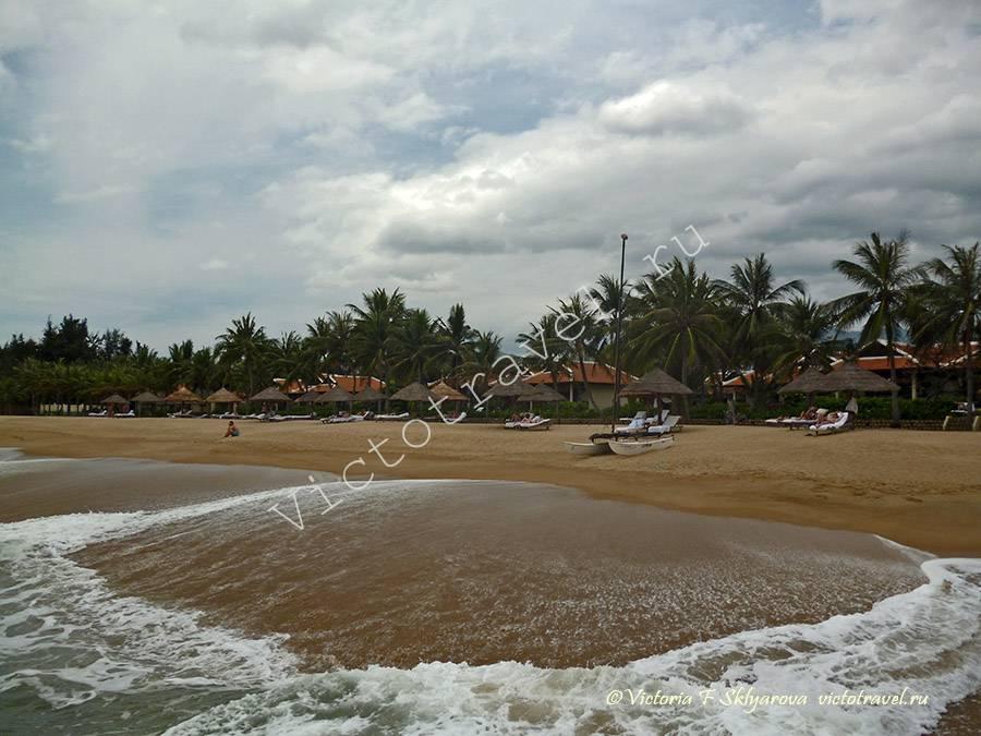 пляж и волны, Нячанг, Вьетнам