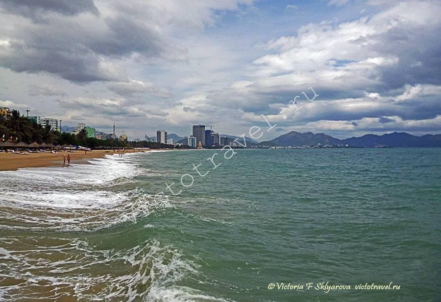пляж в городе Нья Чанг, Вьетнам