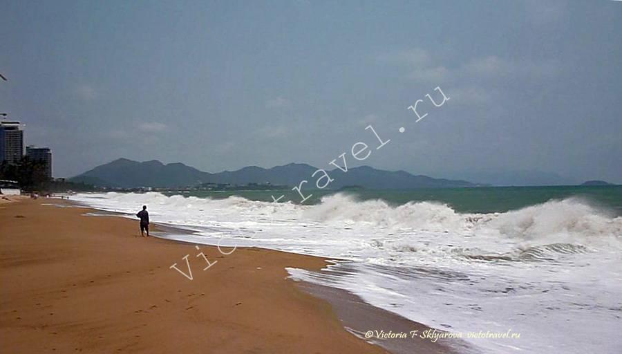 волны, море, пляж в Нячанг, Вьетнам
