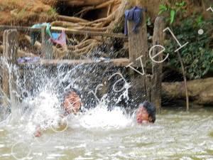 купание, озеро Инле, Мьянма
