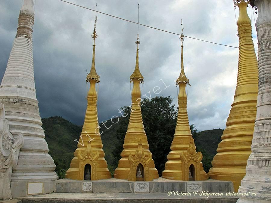 Пагоды Индейн на озере Инле, Мьянма