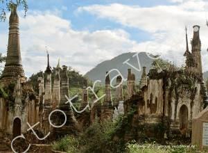 древние маленькие пагоды Индейн, озеро Инле, Мьянма