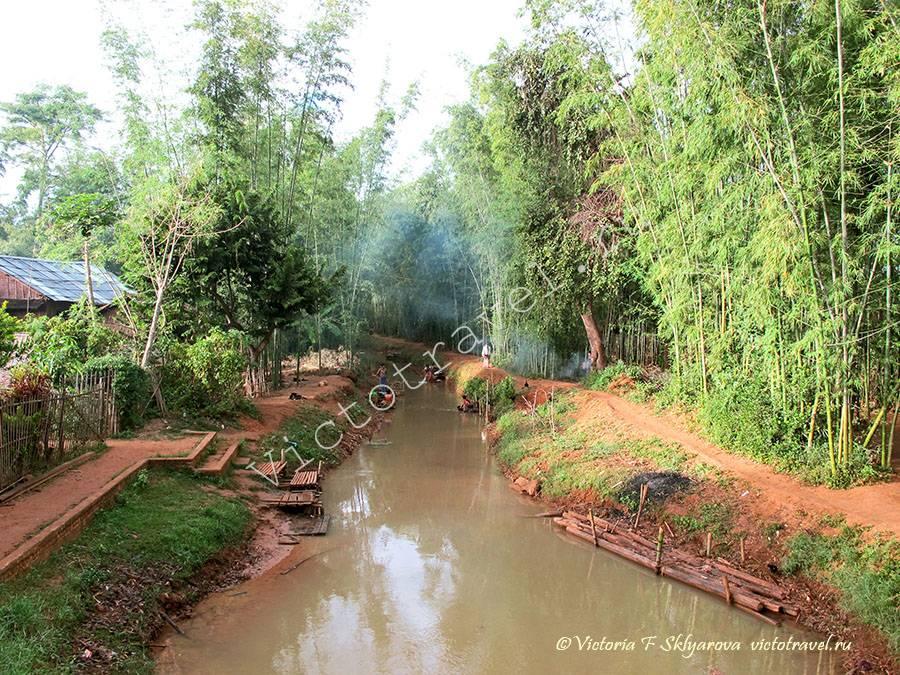река в деревне Индейн, озеро Инле, Мьянма
