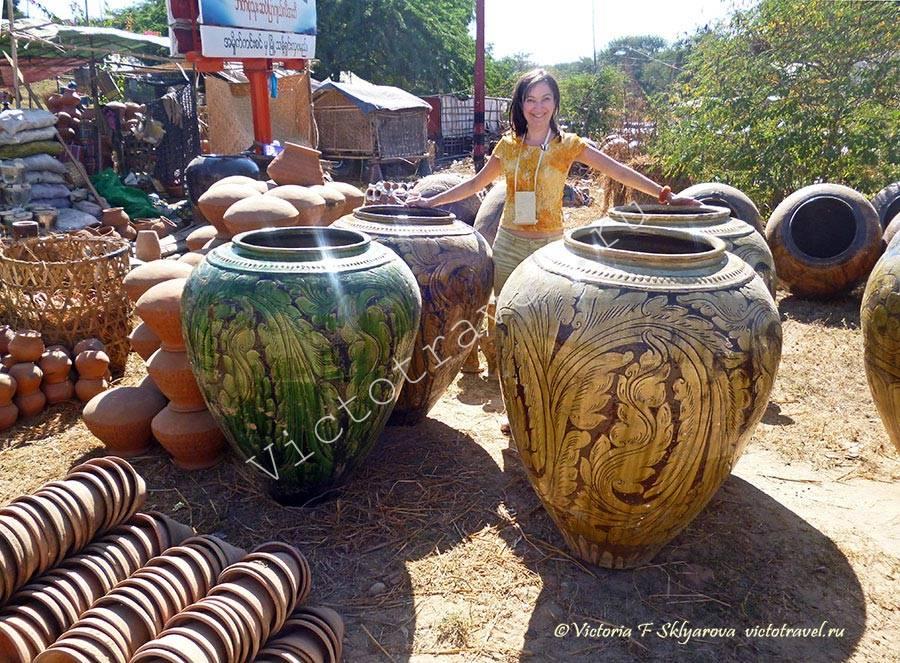 большие глиняные кувшины, Баган, Мьянма