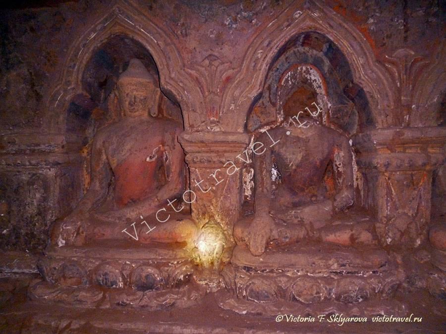 древние изображения будды в храме, Баган, Бирма