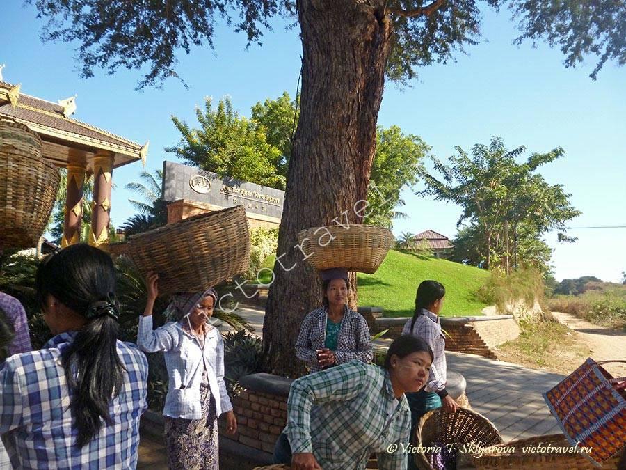 Бирманские женщины-Bagan120