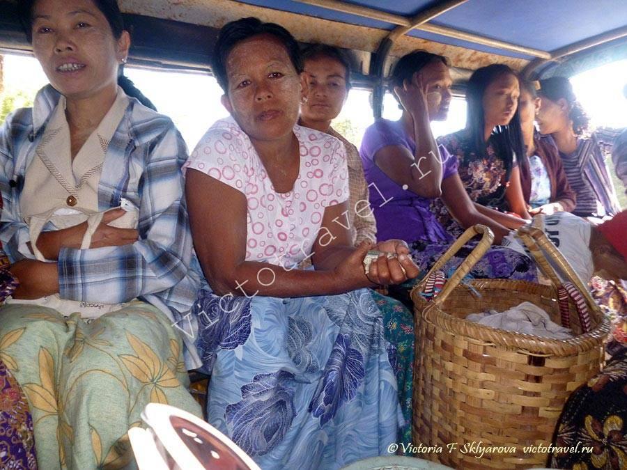 Бирманские женщины в транспорте-Bagan121