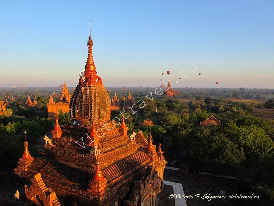 встреча рассвета, вид сверху храма в Багане