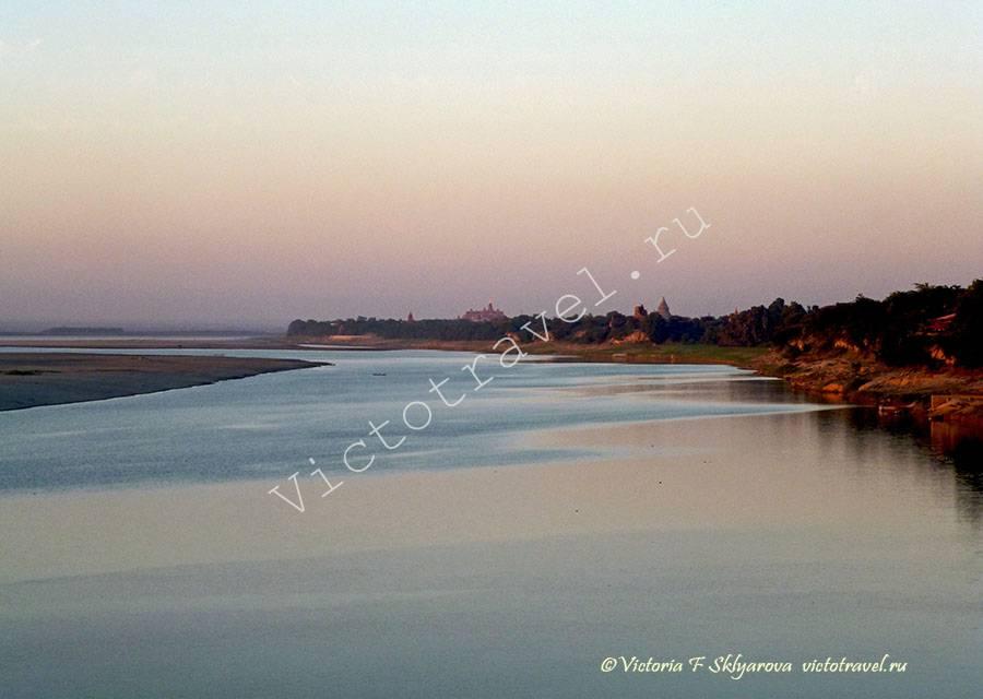 река Иравади на закате-Bagan402