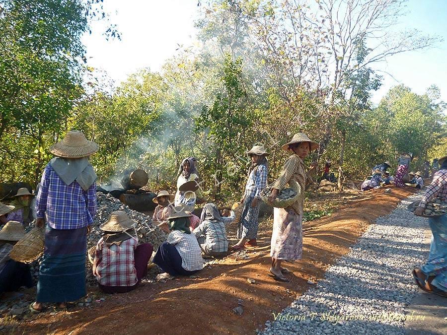 дорогу делают вручную, Мьянма