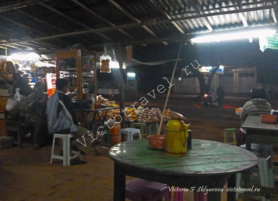 уличное кафе, Мьянма-Popa-wait- bus1