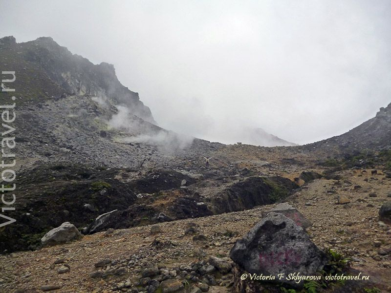 вулкан Сибаяк, камни, фумаролы, пар, горы, ландшафт, Берастаги, Суматра, Индонезия