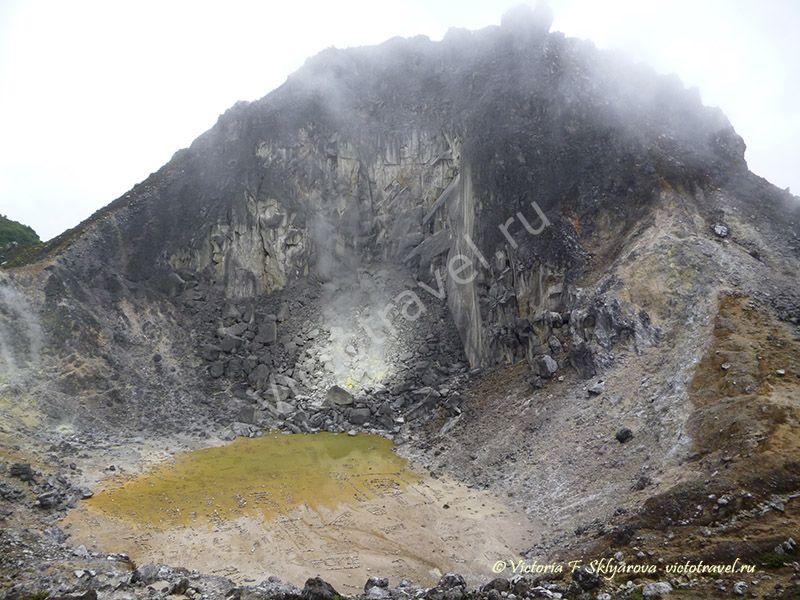 кратер вулкана Сибаяк, пар, горы, озеро, Берастаги, Суматра, Индонезия