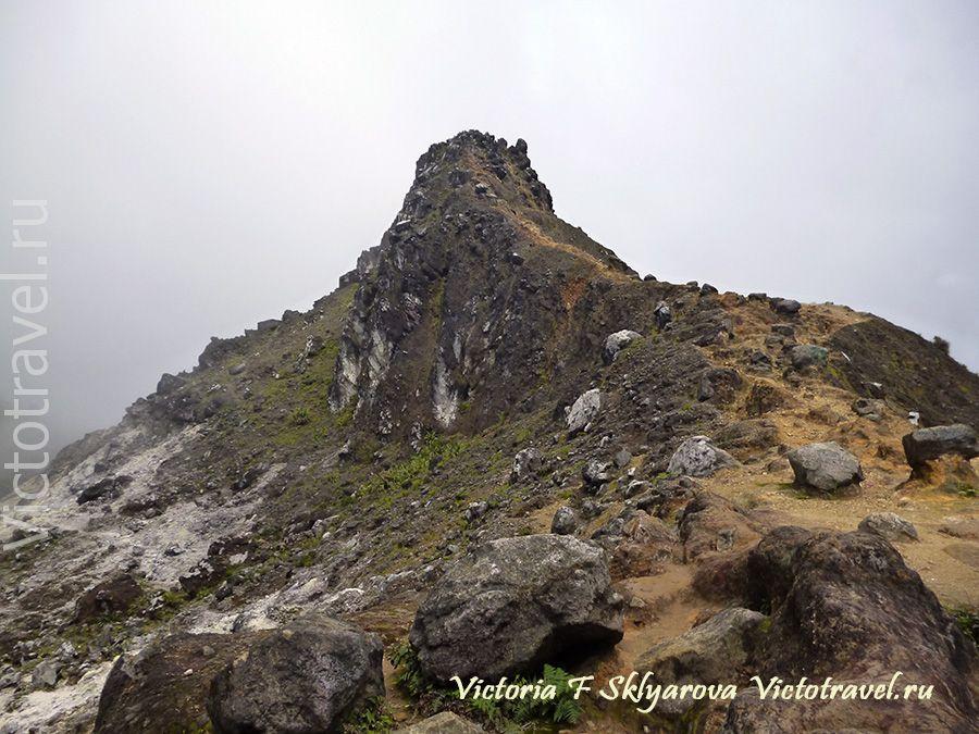 Вершина Пинто, вулкан Сибаяк, Берастаги, Суматра, Индонезия