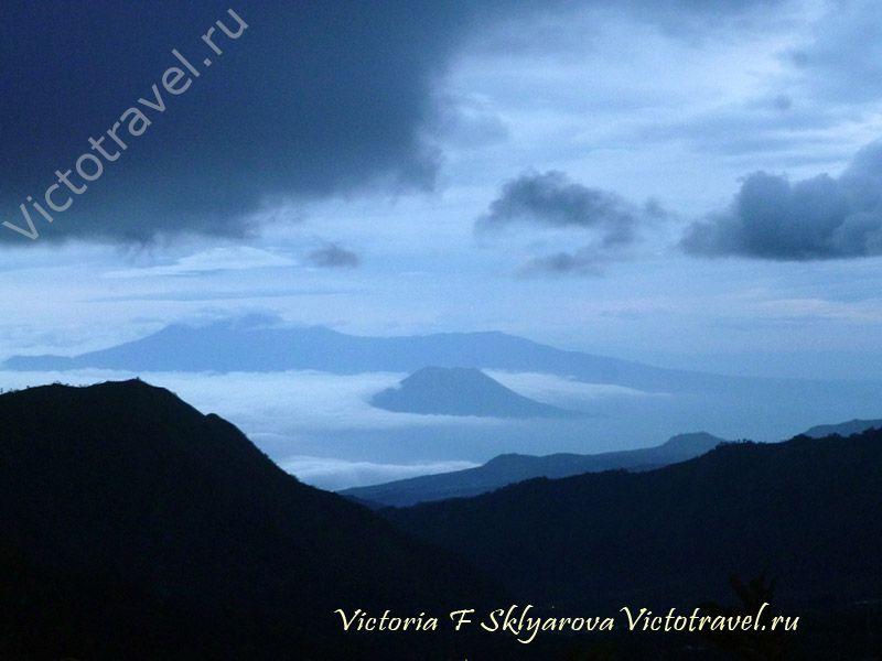 Встречаю рассвет, тучи, горы, темно, красиво, Бромо Тенггер Семеру, Индонезия