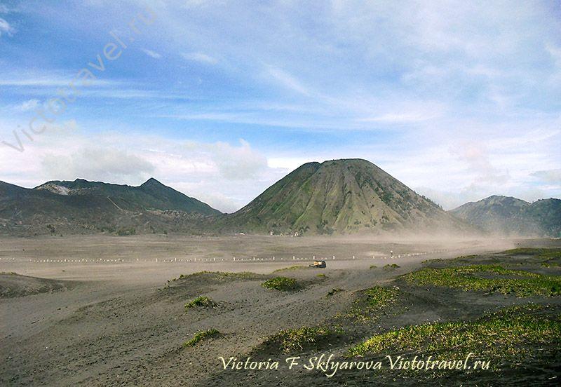 вулкан Бромо, вулканическая пыль, дорога к Бромо