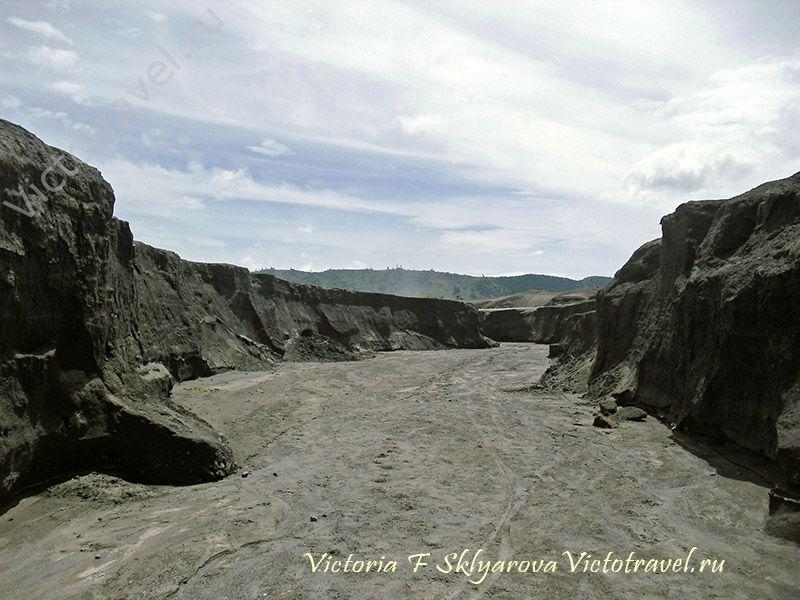 каньон из вулканического песка, вулкан Бромо, Ява, Индонезия